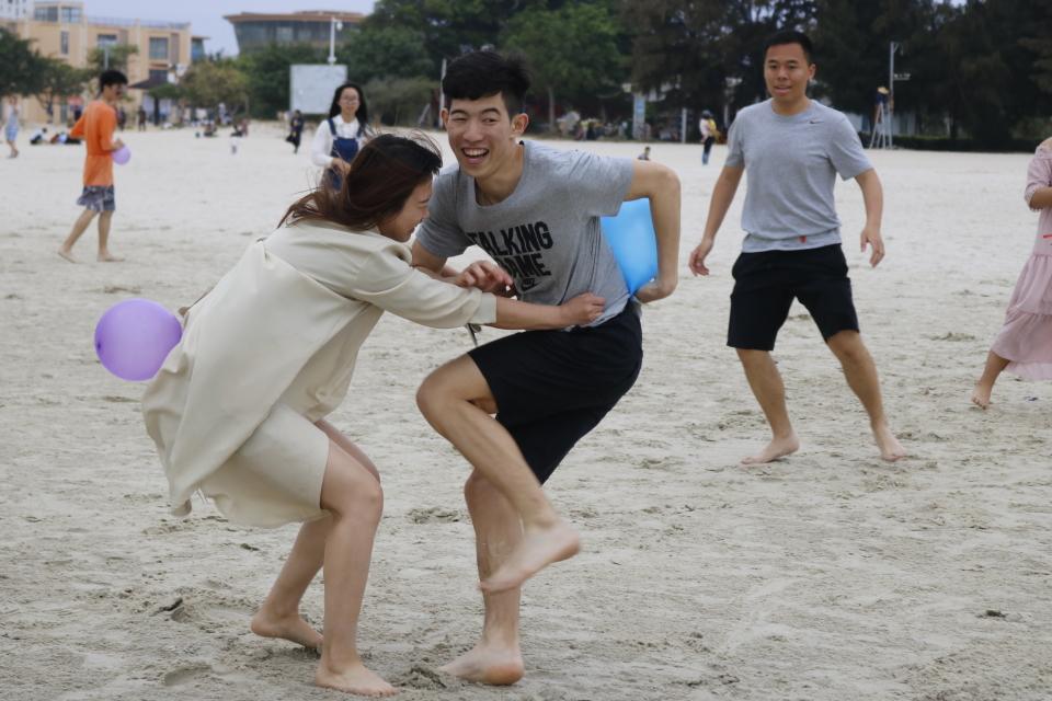 海滩气球大战